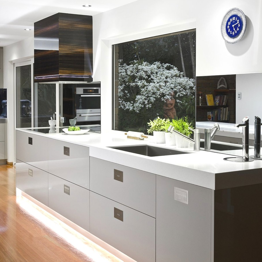 Sophisticated minimalist black and white kitchen design for Kitchen ideas australia