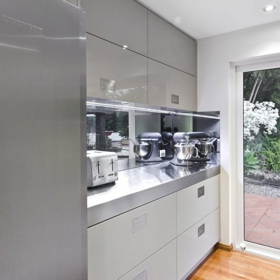 Sophisticated Minimalist Kitchen Design