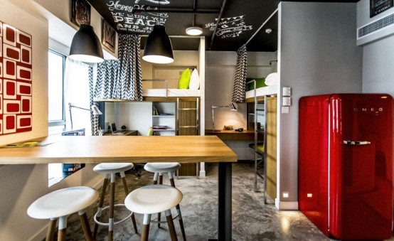 Space-Efficient Student Apartment In Bold Colors