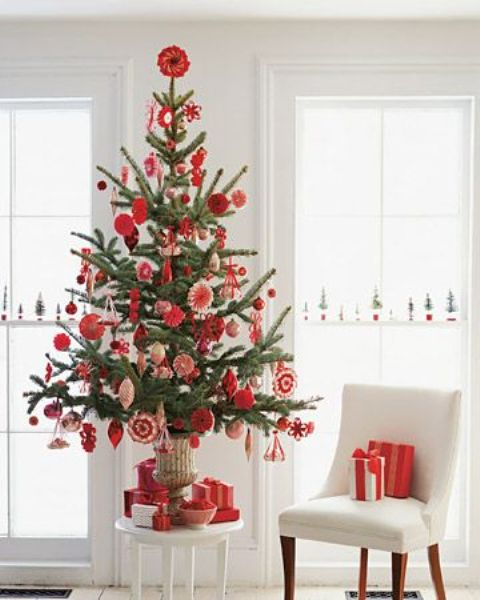 space saving christmas trees for small spaces - How To Decorate A Small Christmas Tree
