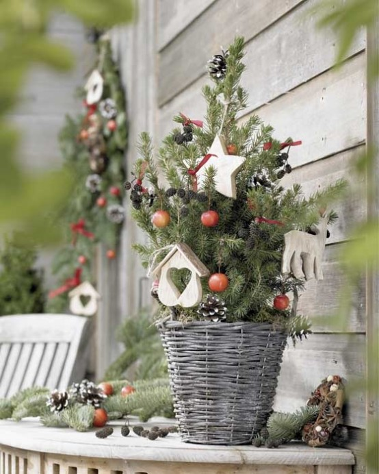 christmas tree space saving christmas trees for small spaces - Christmas Decorations For Small Spaces