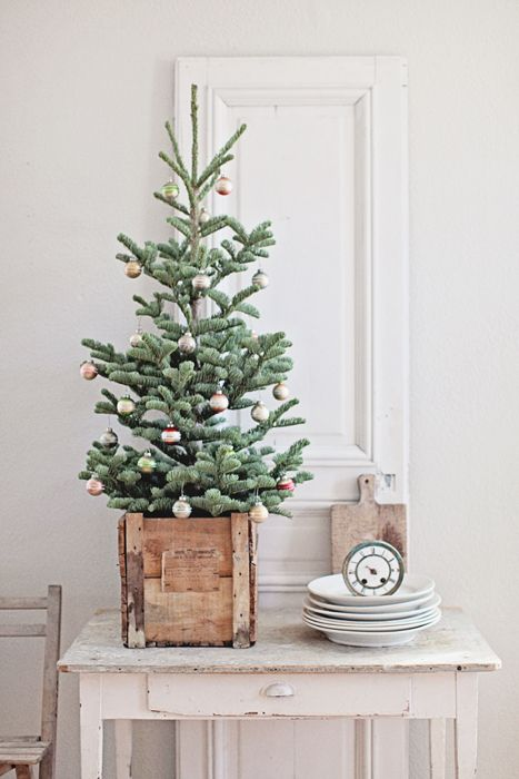 44 space saving christmas trees for small spaces digsdigs. Black Bedroom Furniture Sets. Home Design Ideas