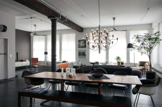 Spacious Designer Loft With Industrial Tocuhes And Workds Of Art