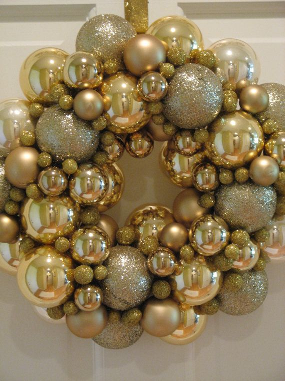 Decorative Ornaments For Living Room: 31 Sparkling Gold Christmas Décor Ideas