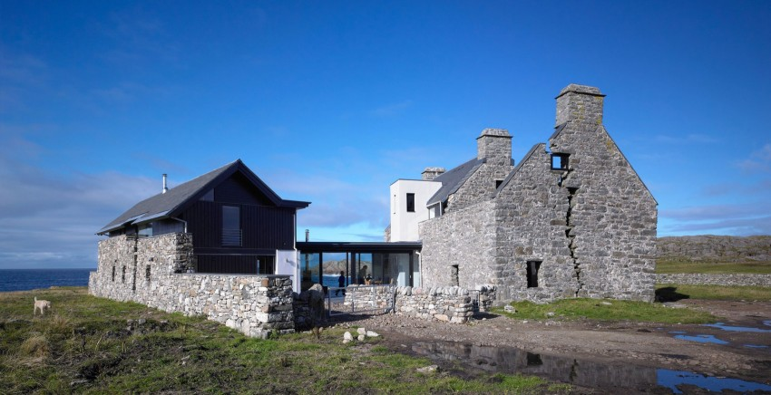 Picture Of sprawling home that integrates 18th century ruins  2