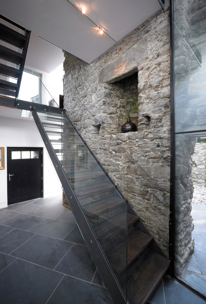 Picture Of sprawling home that integrates 18th century ruins  7
