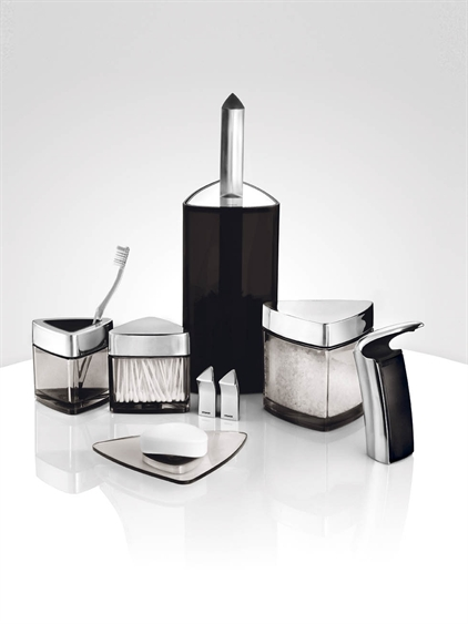 Modern bathroom set for bachelor by stelton digsdigs for Contemporary bathroom accessories