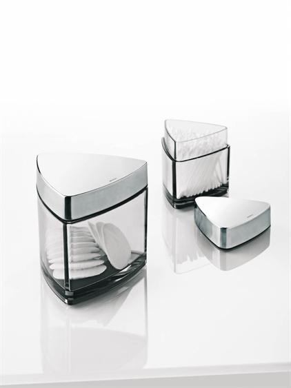modern bathroom set for bachelor by stelton digsdigs. Black Bedroom Furniture Sets. Home Design Ideas