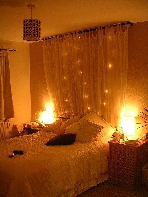 String Lights Bedroom Decor : 28 String Lights Ideas For Your Holiday Decor - DigsDigs
