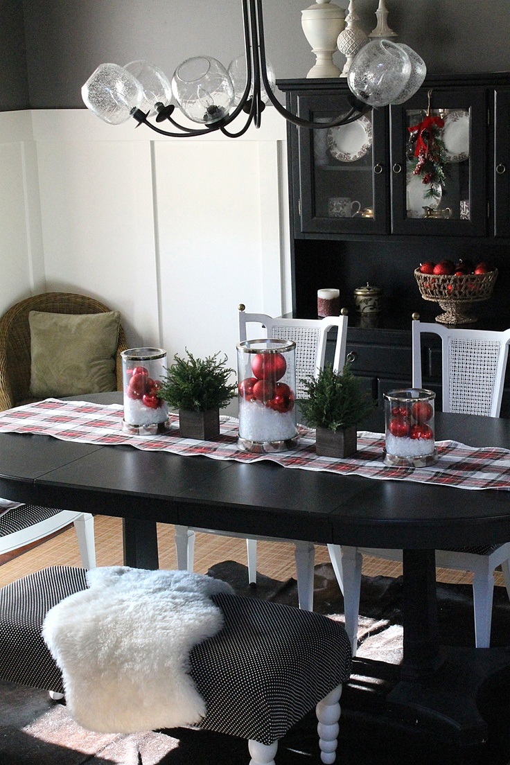 37 stunning christmas dining room d cor ideas digsdigs for Decorating ideas for the dining room