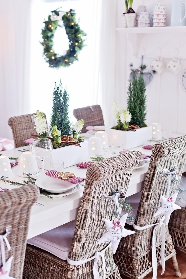 Stunning christmas dining room décor ideas digsdigs