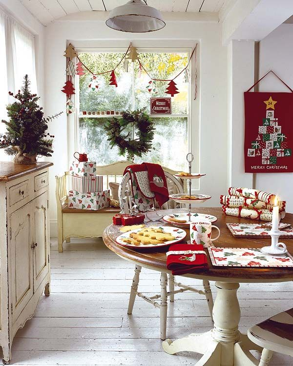 37 stunning christmas dining room d cor ideas digsdigs for Room decor for christmas