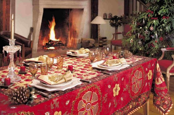 37 Stunning Christmas Dining Room Décor Ideas - DigsDigs