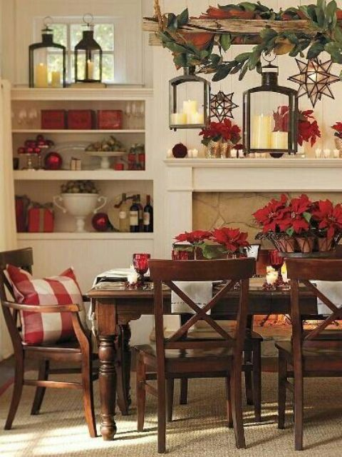 37 awesome christmas dining room d cor ideas for Decorative pictures for dining room