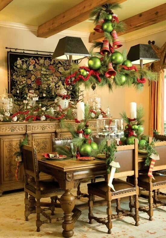 37 Awesome Christmas Dining Room Décor Ideas ~ 083420_Christmas Decorating Ideas Dining Room Table
