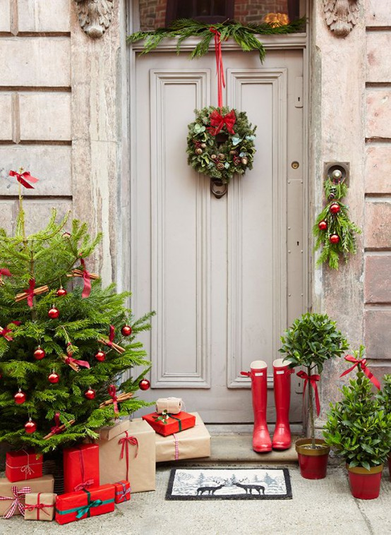 38 stunning christmas front door dcor ideas - Christmas Front Door Decor