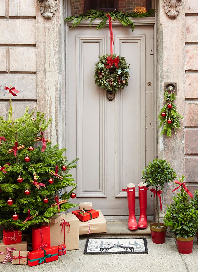 38 stunning christmas front door d 233 cor ideas digsdigs 20 creative christmas front door decorations