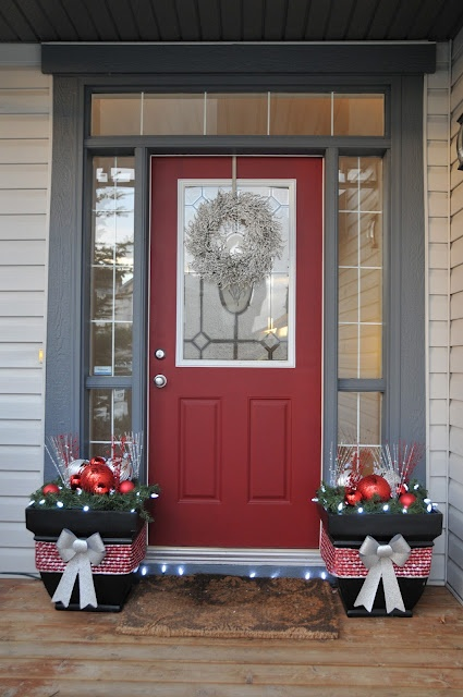 Decorating Ideas > 38 Stunning Christmas Front Door Décor Ideas  DigsDigs ~ 015324_Christmas Decorating Ideas For The Front Door