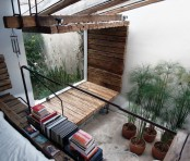 potted plants and a small niche with greenery and moss growing there create a cool and chic look witha touch of nature