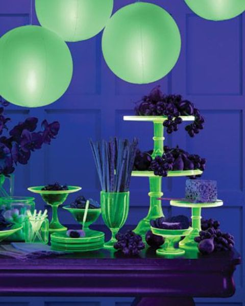 23 Stunning Neon Halloween Décor Ideas