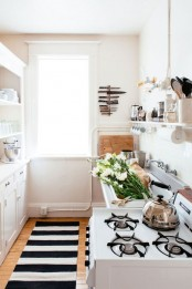 stylish-and-functional-narrow-kitchen-design-ideas-28