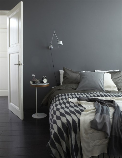 Lovely gray bedroom design with a cool bedding. As you can see interesting patterns work miracles.