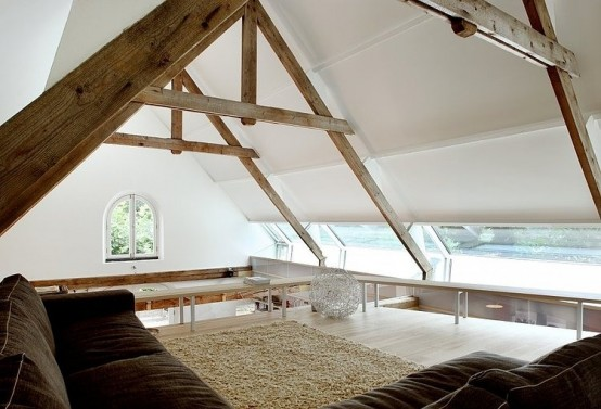Stylish And Simple Family Residence Of An Old Barn