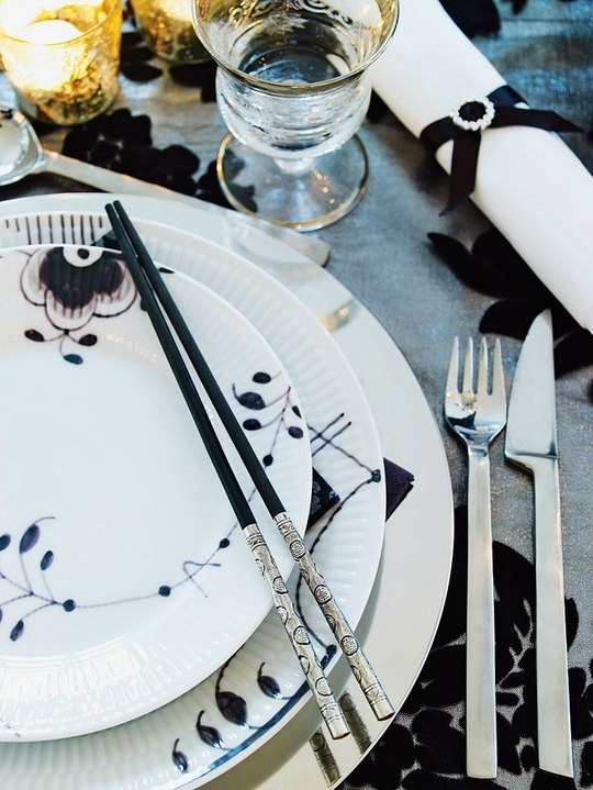 Stylish Black And White Christmas Decor