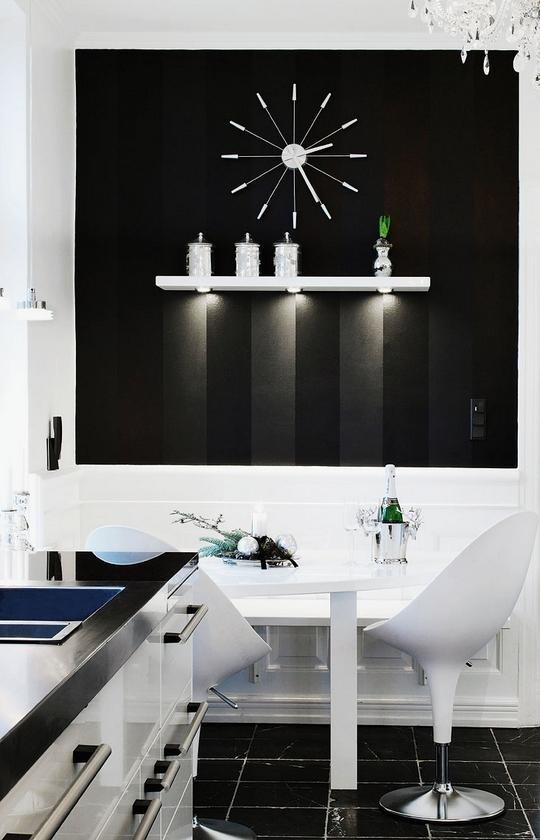 Superb Stylish Black And White Christmas Decor