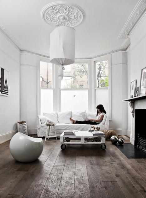 Stylish Blck And White Home With Vintage And Natural Touches