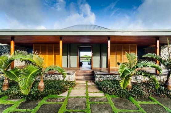 Stylish Fiji Retreat With Lots Of Natural Wood