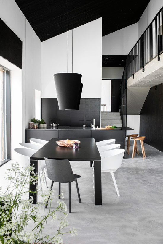 Stylish Minimalist House With Predominant Black In Design