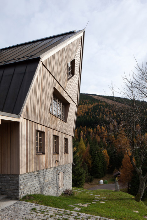 Stylish Modenr Take On A Traditional Mountain Chalet