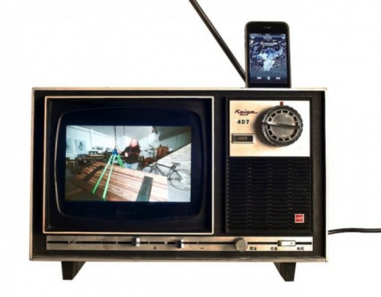 Stylish Old Tv Iphone Dock