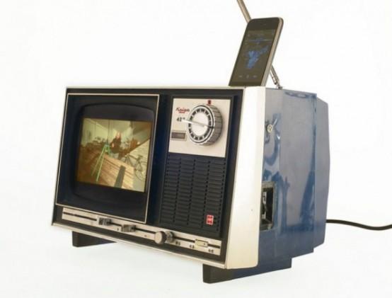 Stylish Old Tv Iphone Dock