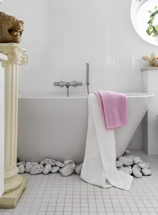 Stylish Small Bathroom With An Unusual Decor