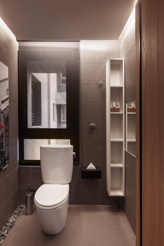 Stylish taiwan home with a high level of interactivity for Small bathroom designs bangalore