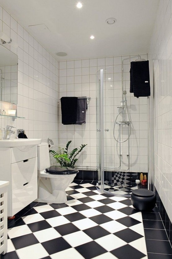 Black and white checkered flooring is a perfect way to add a creative touch to a simple bathroom desing.