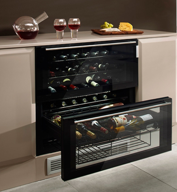 stylish well equipped wine cooler for wine lovers and conoisseurs digsdigs. Black Bedroom Furniture Sets. Home Design Ideas