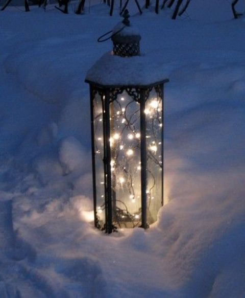 26 Super Cool Outdoor Décor Ideas With Christmas Lights