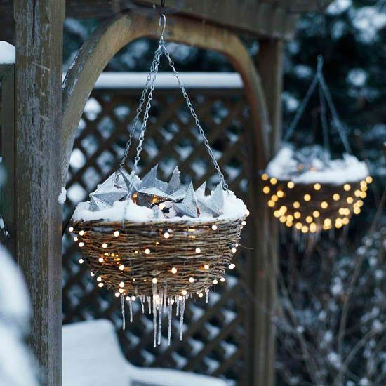 Http Www Digsdigs Com 26 Super Cool Outdoor Decor Ideas With Christmas Lights