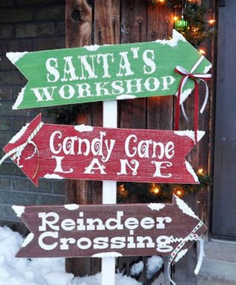 44 super cute christmas signs for indoors and outdoors for Large outdoor christmas signs