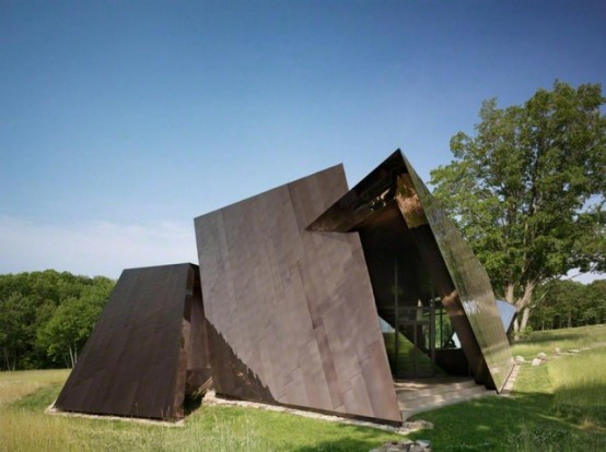 Surrealistic 18.36.54 House Finished In Reflective Steel