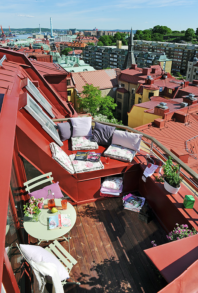 Sweden apartment design with cool 10 square meter roof for Balcony terrace
