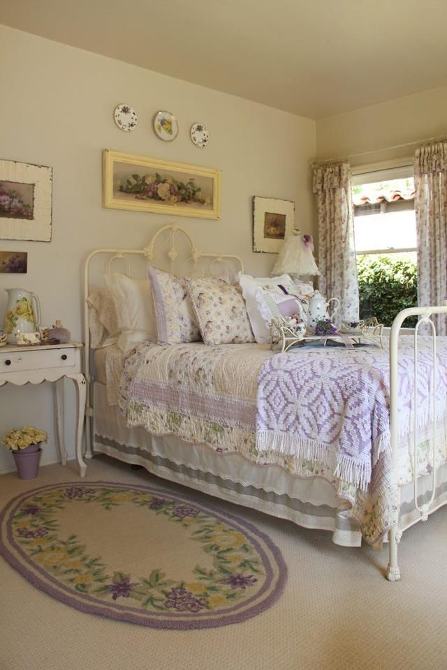 33 sweet shabby chic bedroom d cor ideas digsdigs for Shabby chic bett