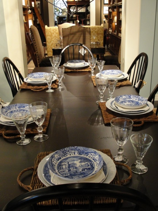 woven placemats add a rustic touch and elegant blue and white porcelain is all about chic, great for Thanksgiving