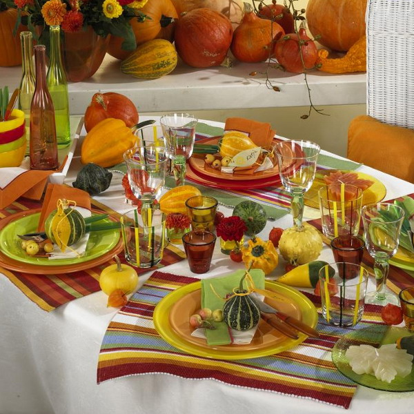 26 thanksgiving table decorations digsdigs. Black Bedroom Furniture Sets. Home Design Ideas