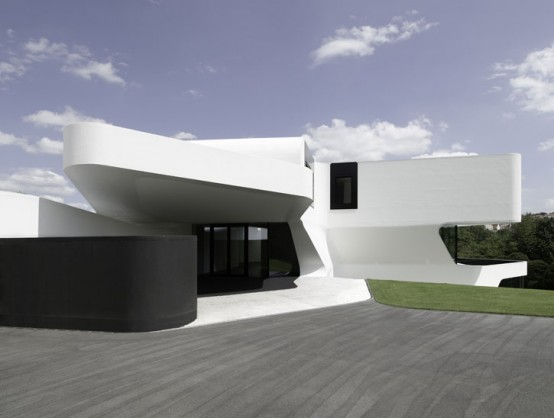 the most futuristic house outdoors