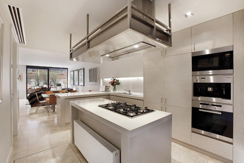 Thin and modern townhouse design in melbourne digsdigs for Modern kitchen designs melbourne