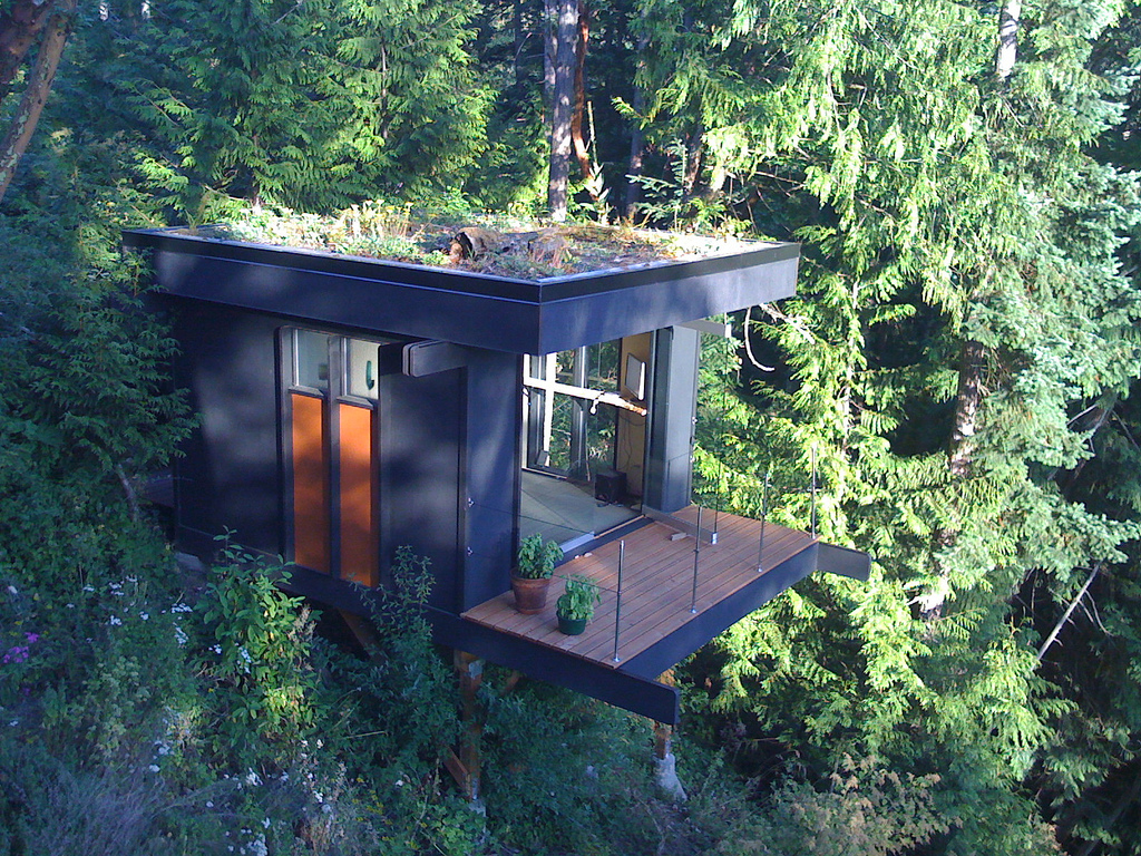 Tiny house as quiet home office with beautiful view digsdigs for Modern tree house designs